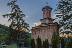 Rumunia-kosciol-na-gorze